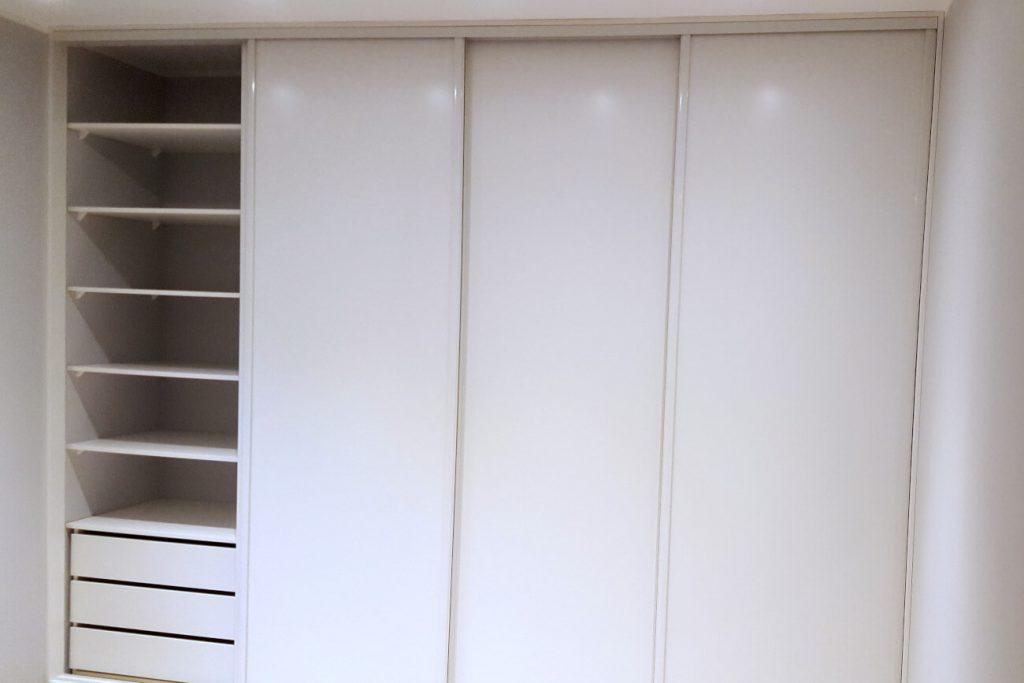 Szafa wnękowa drzwi przesuwne